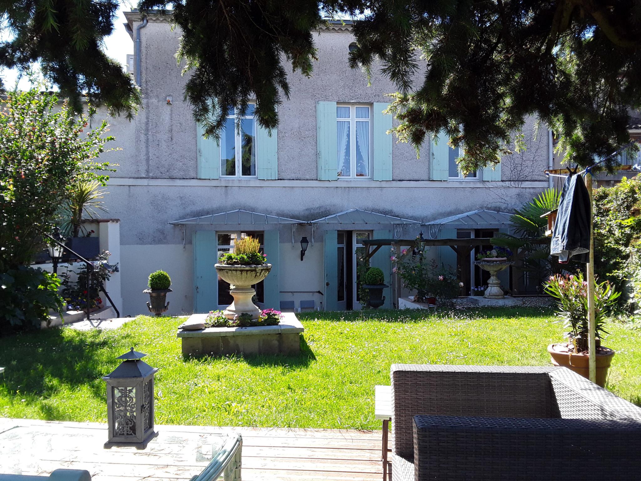Vente Maison Bourgeoise Avec Garage Et Jardin Centre Ville